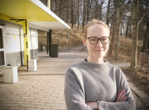 Researcher Jenny Jans outside of Stockholm University